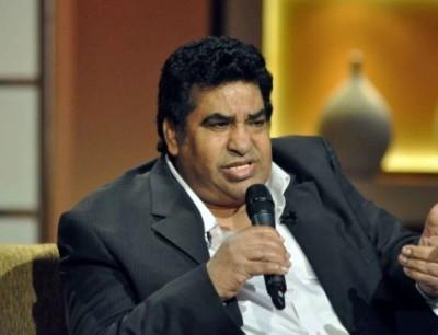 أحمد عدوية يتعرض للانتقادات بسبب جلسة مع راقصة