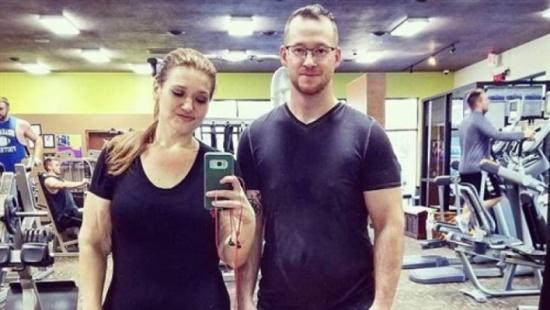 صور| زوجان يفقدان عشرات الكيلوجرامات من وزنيهما في 18 شهراً!