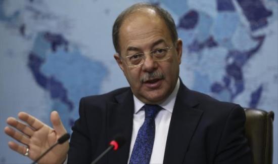 وزير الصحة التركي: سنمنح الأطباء السوريين أذونات عمل