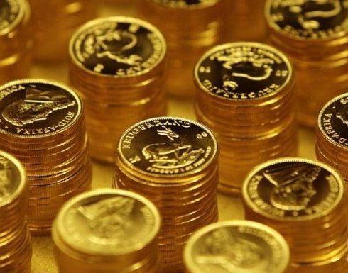 الذهب يتراجع مع تعافي الدولار من أدنى مستوياته