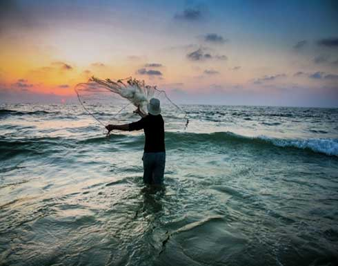 اسرائيل تنفي فتح مساحة الصيد بغزة