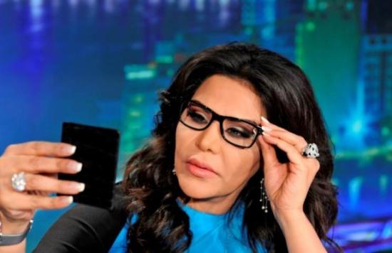 الفنانة السعودية وعد تهدد أحلام بسرقة مجوهراتها واختطاف احدى بناتها