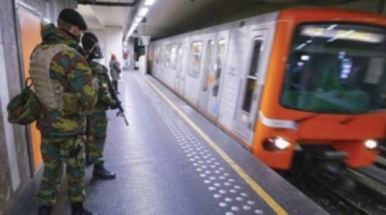 جريمة مروعة بمحطة القطار.. شرطي قتل زوجته وولديهما ثمّ انتحر!