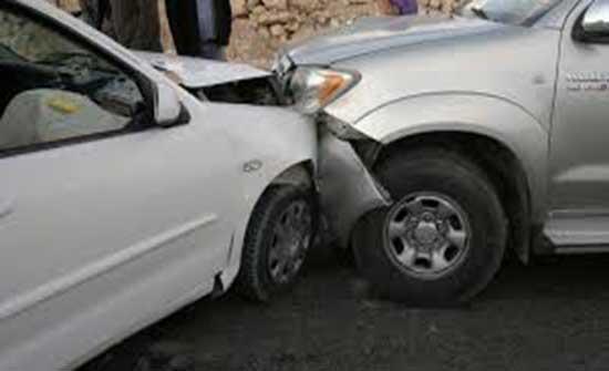 اصابة خمسة  أشخاص إثر حادث تصادم 3 سيارات في اربد