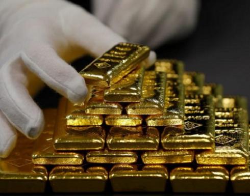 الذهب ينخفض مع صعود الدولار بدعم المخاوف التجارية