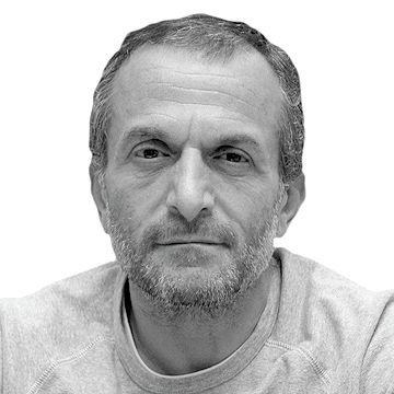 عن لبنان وحليفه الذي في دمشق