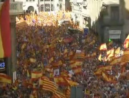 شاهد .. مظاهرات في برشلونة لأنصار وحدة إسبانيا