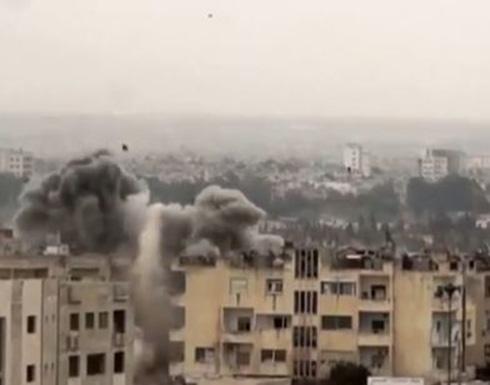 ضحايا بحمص والنظام يقصف سراقب بالقنابل العنقودية