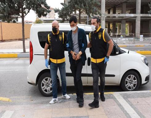شاب تركي يطعن أباه أكثر من 10 طعنات في أنحاء جسده في اسطنبول