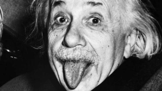 تعرفوا على قصة هذه الصورة الشهيرة للعالم 'أينشتاين'