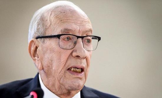 تنكيس الأعلام 3 أيام حداداً على وفاة الرئيس التونسي