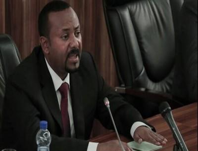 """""""دجاجة وكلب"""".. رئيس وزراء إثيوبيا ينشر فيديو غريبا على """"تويتر"""" فماذا يقصد؟"""