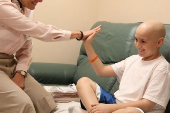 """لقاح """"رائد"""" يحسن فرص نجاة مرضى سرطان المخ"""
