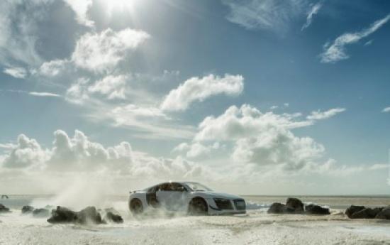 صور: خدعة في إعلان سيارة Audi R8 ثمنها 160 ألف دولار