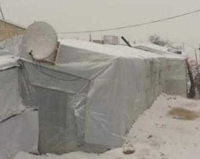 شاهد ..  مخيمات اللاجئين السوريين في عرسال اللبنانية خلال العاصفة الثلجية