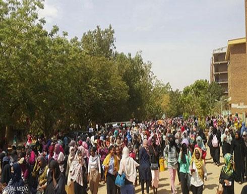 """بالفيديو : الاحتجاجات تتواصل بالسودان.. وإضراب بعد """"أحداث الجامعة"""""""