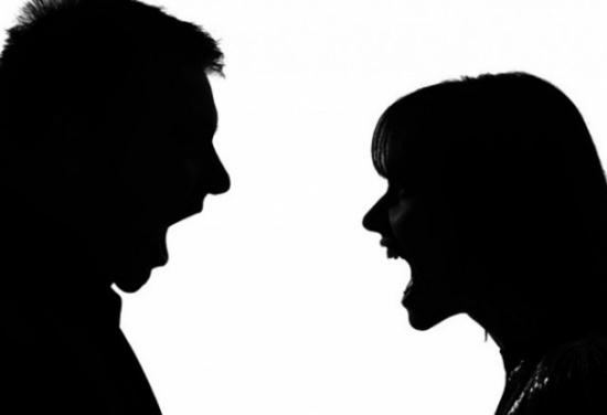 فائدة غريبة للأفلام الإباحية.. تنقذ سيدة من مخالب زوجها!
