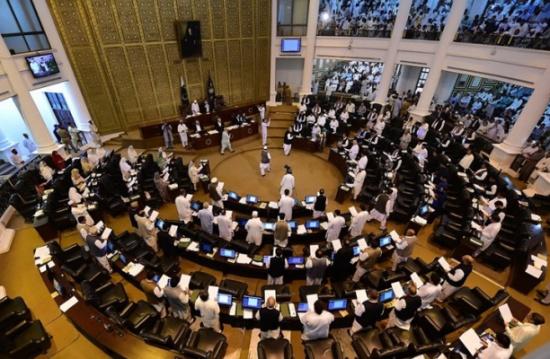 """البرلمان الباكستاني يقر """"الجمعة يوما للتضامن مع فلسطين"""""""