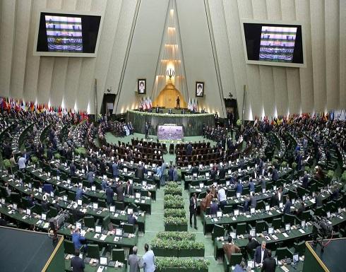 برلمان إيران يطيح بحلفاء روحاني..عزل ثاني وزير في شهر