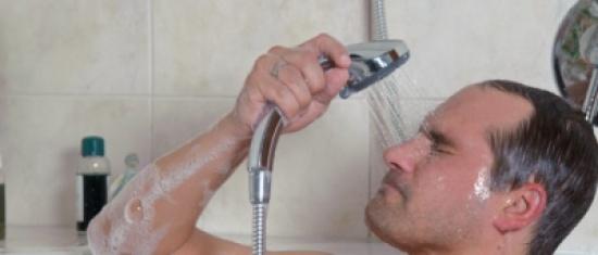 دراسة تحذر من خطورة عدم الإستحمام بعد الجيم تجنبا للفطريات (فيديو )