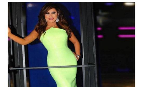 بالفيديو – شاهدوا نجوى كرم ترقص أمام المارة في أحد شوارع بيروت... ما السبب؟