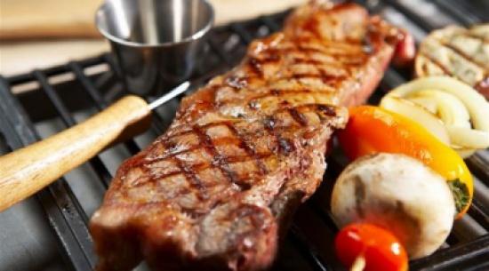 كم غراماً من البروتين يحتاج الإنسان في اليوم؟