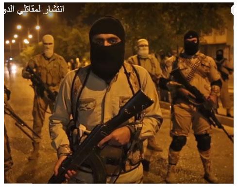صور: شاهد مقاتلي تنظيم الدولة ينتشرون في شوارع الموصل ليلا