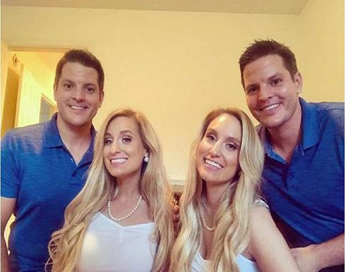 شقيقتان توأم تتزوجان من شقيقين توأم وتحملان في وقت واحد في استراليا !