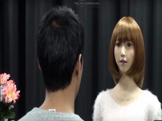بالفيديو.. أول روبوت نسائي تقرأ نشرة الأخبار