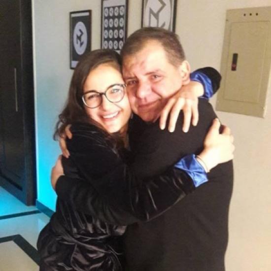 صورة مؤثرة لابنة اصالة مع والدها ايمن الذهبي بعد تصالحهما