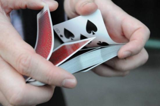 أكثروا من لعب الورق لهذا السبب!