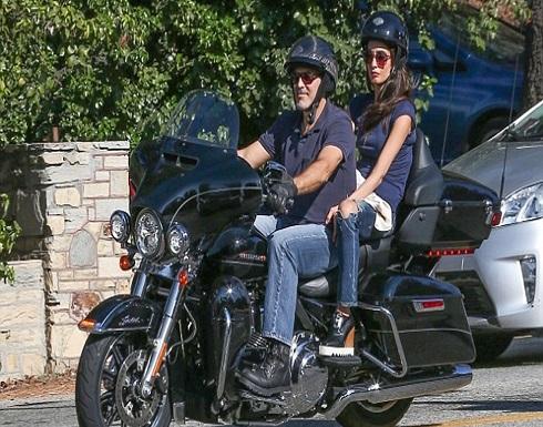بالصورة : جورج كلوني يتعرّض لحادث على دراجته النارية.. وهذه حالته الصحية