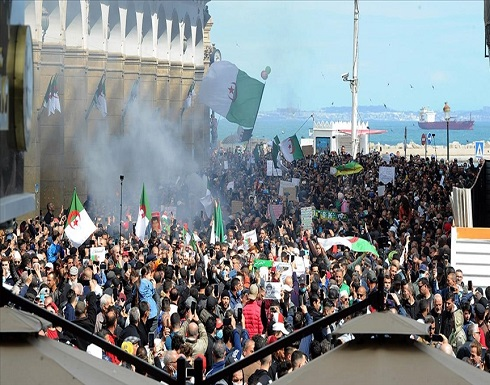 """مسيرات في عدة مدن جزائرية تطالب بـ""""تغيير شامل"""" .. بالفيديو"""