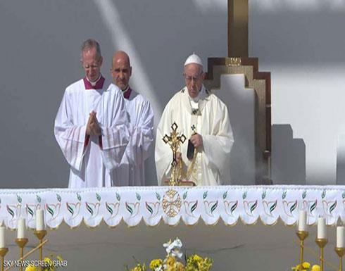 بالفيديو : البابا وسط الآلاف.. بدء القداس التاريخي في أبوظبي