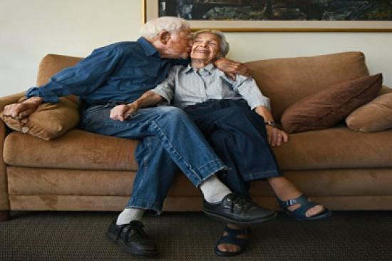 صور: زوجان متيمان تجاوز عمرهما 100 عام.. هكذا التقيا أول مرة
