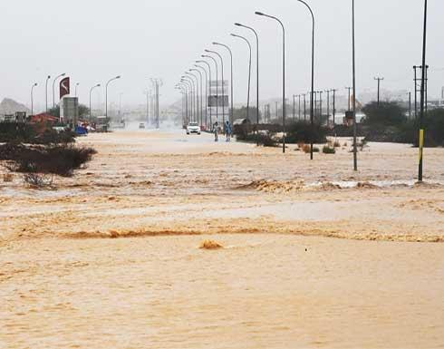 """تراجع الإعصار """"شاهين"""" إلى عاصفة مدارية بعد دخوله اليابسة شمال سلطنة عُمان"""