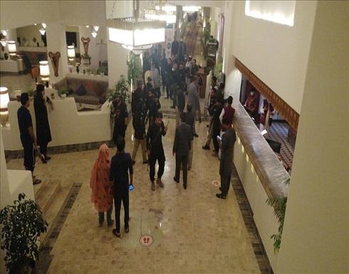 3 قتلى إثر انفجار قنبلة في فندق غربي باكستان