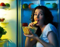 أطعمة تزيد من وزنك عند تناولها في المساء تجنبيها