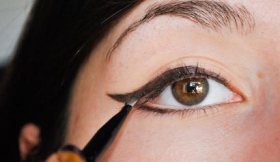 طريقة عمل المكياج السموكي تعلمي طريقة رسم العين و وضع المكياج الاسموكي