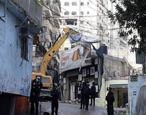 شاهد... آليات الجيش الإسرائيلي تهدم عشرات المنشآت التجارية بالقدس
