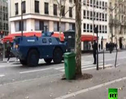 """شاهد : لأول مرة.. المدرعات تلاحق """"السترات الصفراء"""" في باريس"""