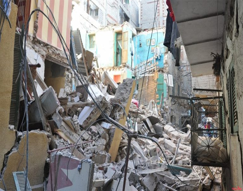 بالصور : مصرع 5 مصريين بانهيار عقار في الإسكندرية