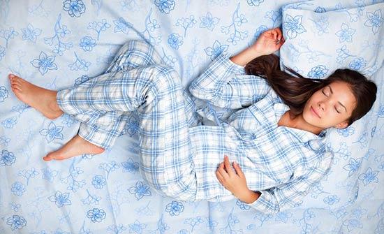 كيف تجعل نفسك تغرق في النوم في دقيقة واحدة فقط!