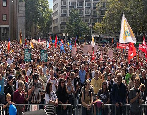 الآلاف في كولونيا الألمانية يتظاهرون ضد العنصرية