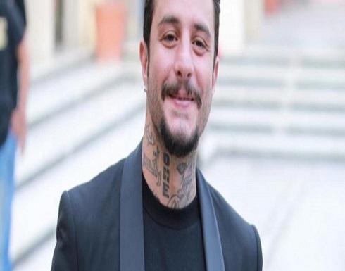 شاهد.. أحمد الفيشاوي يرقص على أغنية عمرو دياب داخل الجيم