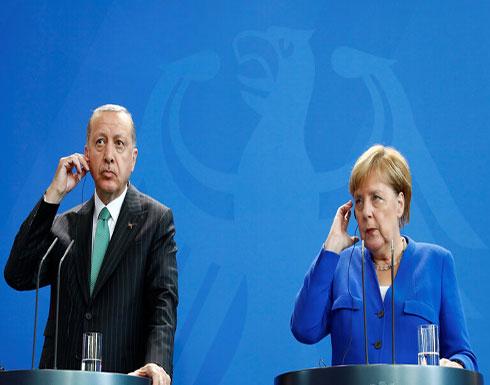 أردوغان يبحث مع ميركل في اتصال هاتفي الأزمة الليبية