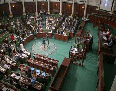 أكثر من 60 نائبا تونسيا يعلقون نشاطهم.. وتهديد بالتصعيد