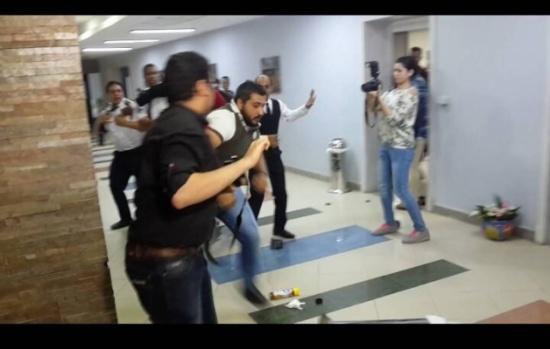 بالصور - إعتداءات وحشية وعراك وبلاغات للشرطة في حفل تامر حسني
