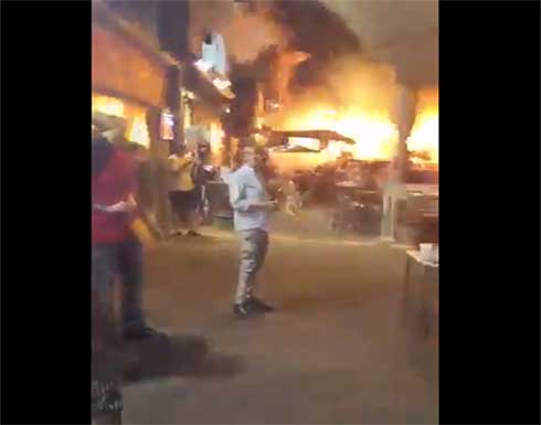 شاهد : لحظة سقوط صواريخ القسام في تل أبيب ووقوع إصابات و هروبهم