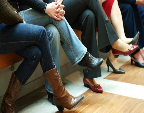 """لتجنب """" الإثارة الجنسية """".. التلفزيون الإيراني يمنع النساء من وضع ساق على أخرى"""